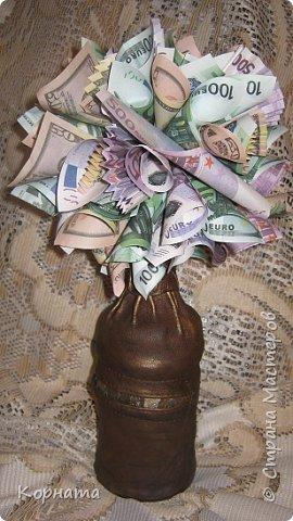 Всем доброго времени суток, дорогие друзья! Ни разу не делала денежных деревьев, как-то не задумывалась об этом, а тут сын попросил сделать в подарок, и попросил именно в бутылке, а не панно.Пришлось сесть за работу и сотворить вот такое, принимайте. фото 1