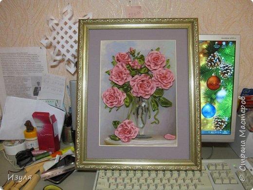 Вышивала шелковыми лентами, в конце работы чуть добавила тона в центре  цветка. фото 4