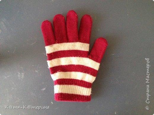 Привет. Решила показать вам как я делала свитер для моей куклы. Нам нужна перчатка. фото 1
