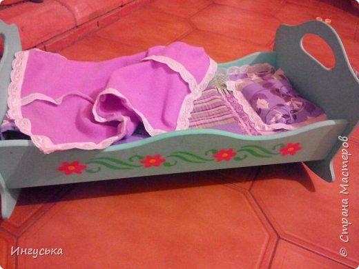 Постельное бельё для кукольной кроватки! Решила сшить, так как дочка мало интересовалась пустой кроватью с матрасиком:-) теперь дело пошло в гору, укладывает куклу на новое одеялко спать, качаем и поем песенки! фото 2