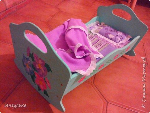 Постельное бельё для кукольной кроватки! Решила сшить, так как дочка мало интересовалась пустой кроватью с матрасиком:-) теперь дело пошло в гору, укладывает куклу на новое одеялко спать, качаем и поем песенки! фото 1