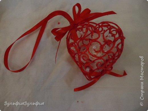 Мастер-класс Свит-дизайн Валентинов день Моделирование конструирование Плетение МК ажурного сердечка валентинки Бумага гофрированная Бусины Клей Ленты Проволока Продукты пищевые фото 1