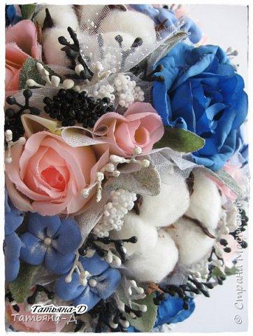"""Приветствую Всех,Всех,кто заглянул ко мне в гости!!!Спешу представить Вам НОВИНКУ!!!Топиарий """"Дерево фей"""" было создано с использованием цветочков из глины Деко,цветов хлопка и искусственных цветов.Пластиковое кашпо расписано мной акриловыми красками и контурами Декола.Прелестную феечку """"одела"""" в новенькое платье с цветочками из фоамирана.Очень хотелось сохранить именно такое сочетание цветов...Всем желаю приятного просмотра и творческого вдохновения!!! фото 5"""