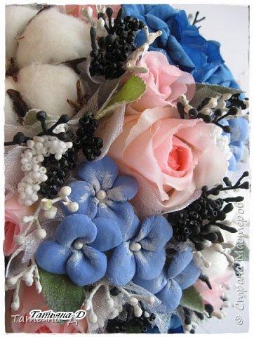 """Приветствую Всех,Всех,кто заглянул ко мне в гости!!!Спешу представить Вам НОВИНКУ!!!Топиарий """"Дерево фей"""" было создано с использованием цветочков из глины Деко,цветов хлопка и искусственных цветов.Пластиковое кашпо расписано мной акриловыми красками и контурами Декола.Прелестную феечку """"одела"""" в новенькое платье с цветочками из фоамирана.Очень хотелось сохранить именно такое сочетание цветов...Всем желаю приятного просмотра и творческого вдохновения!!! фото 2"""