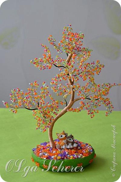 Здравствуйте уважаемые жители Страны Мастеров !!!Выставляю на Ваш суд мои первые деревца.Не чьим МК не пользовалась.На новый год мне подарили берёзку с янтарными листиками привезённую из Калининграда и по подобию её я сделала свои деревца. фото 2