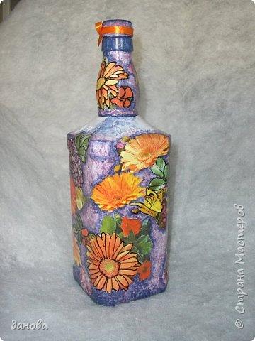 """Иногда из бросового материала, бутылочка становится предметом оформления интерьера. Бутылка, клей типа """"Титан - солит"""", капроновая верёвка, стразы, бусинки и вот что вышло. фото 6"""