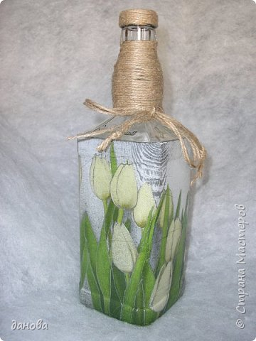 """Иногда из бросового материала, бутылочка становится предметом оформления интерьера. Бутылка, клей типа """"Титан - солит"""", капроновая верёвка, стразы, бусинки и вот что вышло. фото 12"""