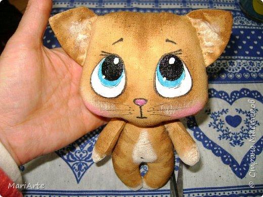 Идею такого котика с печальными глазками я взяла у Татьяны Ивлевой (Спасибо, Танюша).   Выкройку сделала сама, и вот получаются такие котята. Я расскажу, как  можно сделать такого ....  фото 1