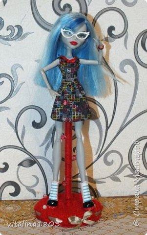 Вот такую подставку (из старых и не нужных вещей) я сделала для куколки. Это мой первый мастер класс, так, что извините если, что! фото 1