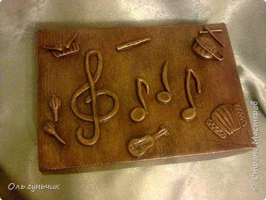 Попросили меня в садике сделать очередную шкатулочку - музыкальную, для музыкальных инструментов. Это уже третья шкатулочка, которые я сделала для садика, первые у меня на страничке. И вот что у меня получилось! сегодня отнесла, очень понравилась, чему я так рада! фото 2