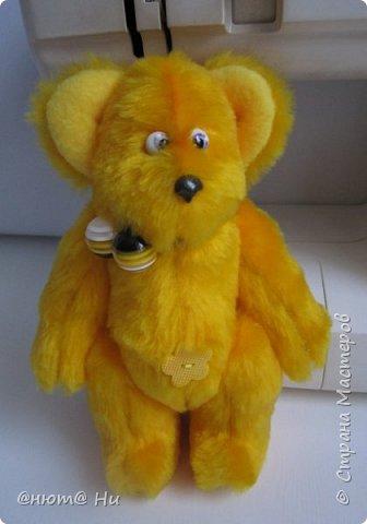 Мне очень нравятся игрушки Лилии Бахристовой. На прошлой неделе начала шить мамонтёнка, но куда-то делось вдохновение. Бродила я вокруг мамонтёнка, ждала возвращения пропавшего вдохновения, да и сшила этих заек.  Получились не совсем такими, как у Лилии, но всё же такие милые получились. фото 8