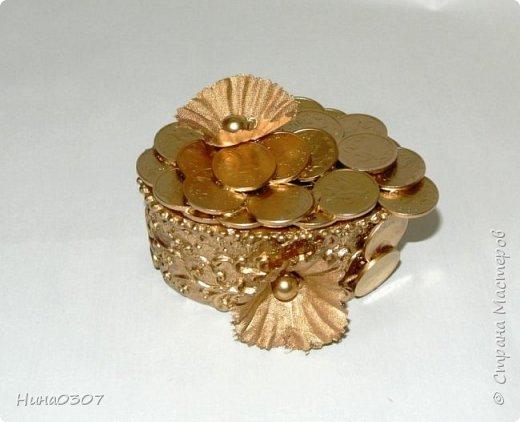 Доброго времени суток всем! Вот решила показать вам свои деревца из монет и не только.  Накопились монетки и решила сотворить что нибудь интересное, пока бродила по инету, наткнулась на этот МК https://stranamasterov.ru/node/533078, спасибо ВАМ за подробный МК. И начала клеить, красить и тд, оказывается таааак затягивает эта золотая лихорадка)))Фоток много возможно и надоест смотреть))) Приятного просмотра!))) фото 24