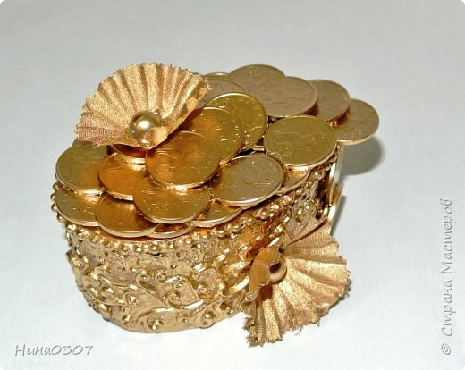 Доброго времени суток всем! Вот решила показать вам свои деревца из монет и не только.  Накопились монетки и решила сотворить что нибудь интересное, пока бродила по инету, наткнулась на этот МК https://stranamasterov.ru/node/533078, спасибо ВАМ за подробный МК. И начала клеить, красить и тд, оказывается таааак затягивает эта золотая лихорадка)))Фоток много возможно и надоест смотреть))) Приятного просмотра!))) фото 26