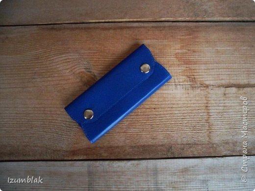 Сумка сшита из натуральной итальянской кожи глубокого синего цвета.  фото 14