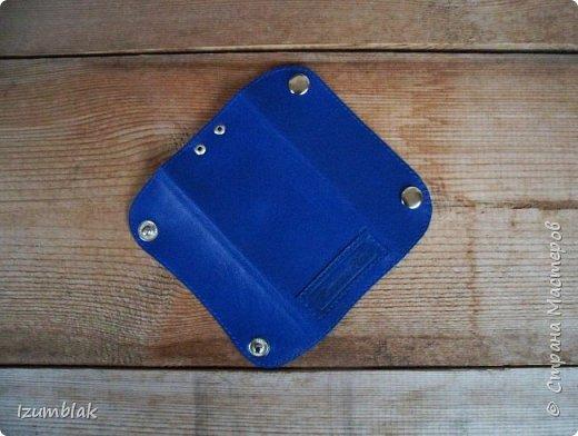 Сумка сшита из натуральной итальянской кожи глубокого синего цвета.  фото 16