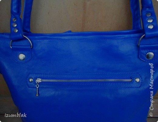 Сумка сшита из натуральной итальянской кожи глубокого синего цвета.  фото 3