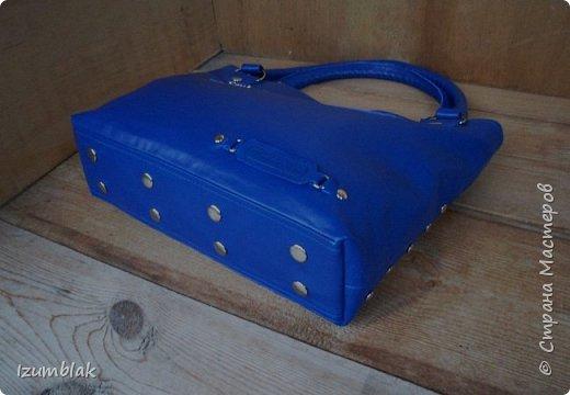 Сумка сшита из натуральной итальянской кожи глубокого синего цвета.  фото 5