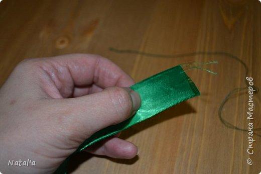 """Скорее всего не буду оригинальной создавая этот мастер-класс, но всё таки поделюсь как делала такое деревце, вдруг окажется нужным))). Для его создания вам понадобятся: атласные ленты бусины деревянные шпажки для ствола пластиковый или стеклянный стакан для горшка ремень плетёный гипс или алебастр для заливки клеевой пистолет и стержни к нему сизаль и """"травка"""" (продаются в магазинах в виде коврика) газета или журнал и фольга для основы фото 13"""
