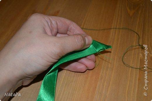 """Скорее всего не буду оригинальной создавая этот мастер-класс, но всё таки поделюсь как делала такое деревце, вдруг окажется нужным))).  Для его создания вам понадобятся:  атласные ленты бусины деревянные шпажки для ствола пластиковый или стеклянный стакан для горшка ремень плетёный гипс или алебастр для заливки клеевой пистолет и стержни к нему сизаль  и """"травка"""" (продаются в магазинах в виде коврика) газета или журнал и фольга для основы  фото 14"""