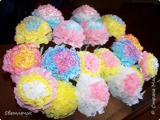 Мы с дочкой уже готовы к 23 февраля, подарки уже есть! Вот таких цветочков наделали для того чтобы поздравить дедушку, папу и брата :) фото 1