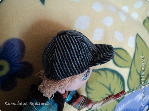 Добрый день жители Страны мастеров! Что-то захлестнула меня кукломания в последнее время. Много перепробовала выкроек кукол и вот что у меня получилось. Это первая доделанная до конца кукла Егорка рыболов. Рост примерно 35 см. Тело из обыкновенного хлопка покрашенного под цвет тела. фото 7