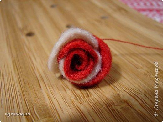 вот такая милая розочка , можно сделать несколько и поставить в  вазочку  :)  , а можно сделать без ножки и пришить в  качестве  украшения ... фото 16