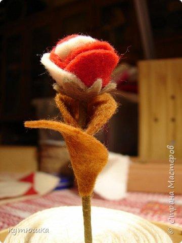 вот такая милая розочка , можно сделать несколько и поставить в  вазочку  :)  , а можно сделать без ножки и пришить в  качестве  украшения ... фото 5