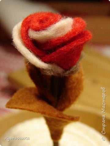 вот такая милая розочка , можно сделать несколько и поставить в  вазочку  :)  , а можно сделать без ножки и пришить в  качестве  украшения ... фото 3