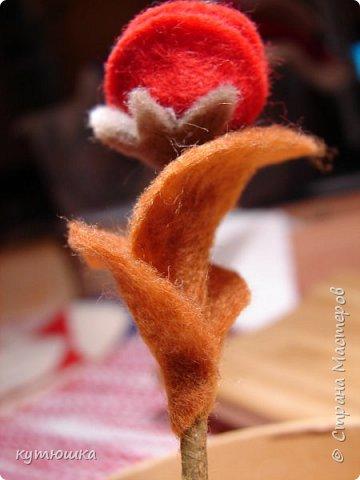 вот такая милая розочка , можно сделать несколько и поставить в  вазочку  :)  , а можно сделать без ножки и пришить в  качестве  украшения ... фото 6