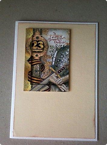 С помощью мелких картинок, открыточек и небольшого декора можно создать с детьми приличную открытку для папы, дедушки. фото 6