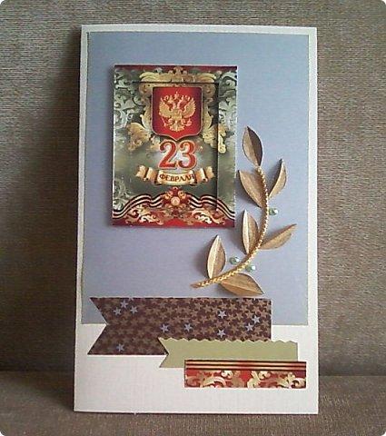 С помощью мелких картинок, открыточек и небольшого декора можно создать с детьми приличную открытку для папы, дедушки. фото 8