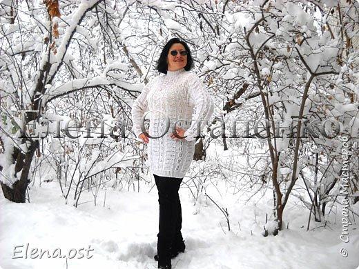 Зима радует в этом году. Мороз, пушистый белый снег... И мы с супругом непременно спешим запечатлеть мою очередную вязаную вещь на фоне зимней природы. Туника связана из пряжи Alize Cashmira - 600 г, спицы № 3.