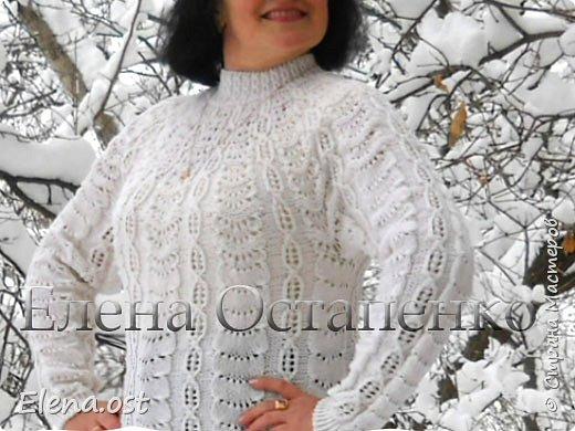 Зима радует в этом году. Мороз, пушистый белый снег... И мы с супругом непременно спешим запечатлеть мою очередную вязаную вещь на фоне зимней природы. Туника связана из пряжи Alize Cashmira - 600 г, спицы № 3.  фото 2