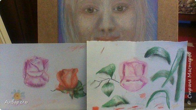 Пытаюсь рисовать, ушла боязнь чистого листа и хочется рисовать, рисовать....... все что вижу. Очень хотелось нарисовать маки, нашла фотку в интернете. Мне она показалась интересной и не очень сложной. Очень я ошиблась. Цветы я рисовала всегда как школьники рисуют, лепесточек, серединка, листок - вот и цветок. Рисовала часов пять не отрывалась. фото 4