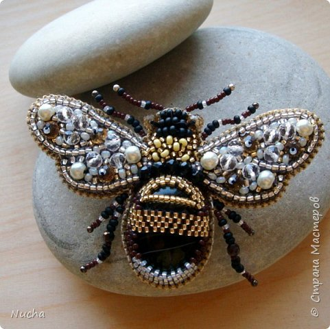 Вышивка пчела из бисера