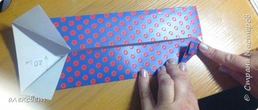 Здравствуйте мастера. Очень захотелось мне сделать открытки к 23 февраля. Рубашек видела много а вот м/ к нашла только в видеозаписи на одноклассниках. Делаются очень быстро минут по 5 , я наделала штук 10. Пока делала решила и Вам показать как их делать. Спасибо тем мастерам кто придумал такую хорошую идею по созданию рубашки с галстуком. Материалы: Бмага или картон 30 на 20 см на рубашку и 9 на 9 см для галстука . Клей кристал или пва, ножницы, карандаш, линейка. фото 10