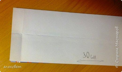 Здравствуйте мастера. Очень захотелось мне сделать открытки к 23 февраля. Рубашек видела много а вот м/ к нашла только в видеозаписи на одноклассниках. Делаются очень быстро минут по 5 , я наделала штук 10. Пока делала решила и Вам показать как их делать. Спасибо тем мастерам кто придумал такую хорошую идею по созданию рубашки с галстуком. Материалы: Бмага или картон 30 на 20 см на рубашку и 9 на 9 см для галстука . Клей кристал или пва, ножницы, карандаш, линейка. фото 3
