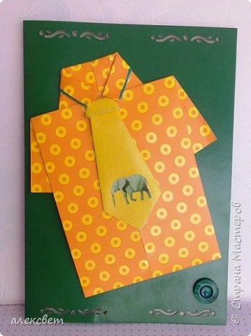 Здравствуйте мастера. Очень захотелось мне сделать открытки к 23 февраля. Рубашек видела много а вот м/ к нашла только в видеозаписи на одноклассниках. Делаются очень быстро минут по 5 , я наделала штук 10. Пока делала решила и Вам показать как их делать. Спасибо тем мастерам кто придумал такую хорошую идею по созданию рубашки с галстуком. Материалы: Бмага или картон 30 на 20 см на рубашку и 9 на 9 см для галстука . Клей кристал или пва, ножницы, карандаш, линейка. фото 41