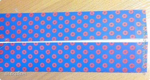 Здравствуйте мастера. Очень захотелось мне сделать открытки к 23 февраля. Рубашек видела много а вот м/ к нашла только в видеозаписи на одноклассниках. Делаются очень быстро минут по 5 , я наделала штук 10. Пока делала решила и Вам показать как их делать. Спасибо тем мастерам кто придумал такую хорошую идею по созданию рубашки с галстуком. Материалы: Бмага или картон 30 на 20 см на рубашку и 9 на 9 см для галстука . Клей кристал или пва, ножницы, карандаш, линейка. фото 4