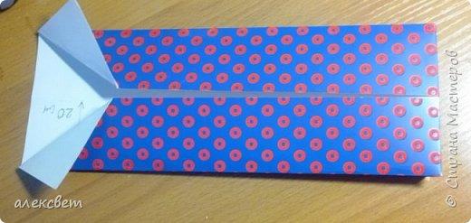 Здравствуйте мастера. Очень захотелось мне сделать открытки к 23 февраля. Рубашек видела много а вот м/ к нашла только в видеозаписи на одноклассниках. Делаются очень быстро минут по 5 , я наделала штук 10. Пока делала решила и Вам показать как их делать. Спасибо тем мастерам кто придумал такую хорошую идею по созданию рубашки с галстуком. Материалы: Бмага или картон 30 на 20 см на рубашку и 9 на 9 см для галстука . Клей кристал или пва, ножницы, карандаш, линейка. фото 9