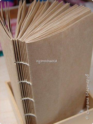 этот мк будет интересен тем, кто увлекается изготовлением блокнотов и просто тем людям, которые любят работать с бумагой... Хотя кому то  возможно, будет просто интересна данная  информация. фото 47