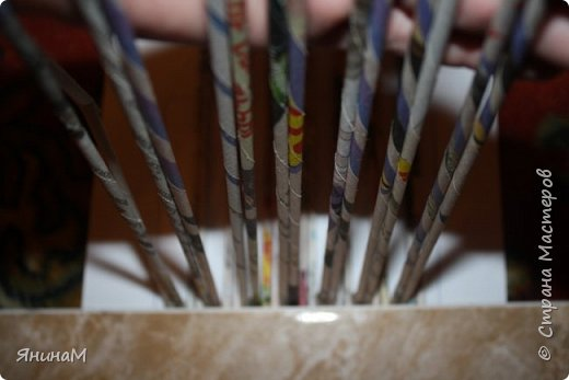 Мастер-класс Плетение Ровное квадратное дно Бумага газетная Трубочки бумажные фото 5