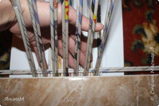 Мастер-класс Плетение Ровное квадратное дно Бумага газетная Трубочки бумажные фото 6