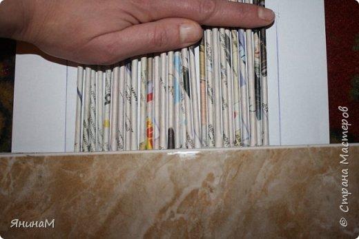 Мастер-класс Плетение Ровное квадратное дно Бумага газетная Трубочки бумажные фото 9