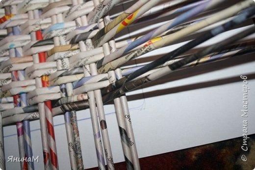 Мастер-класс Плетение Ровное квадратное дно Бумага газетная Трубочки бумажные фото 12