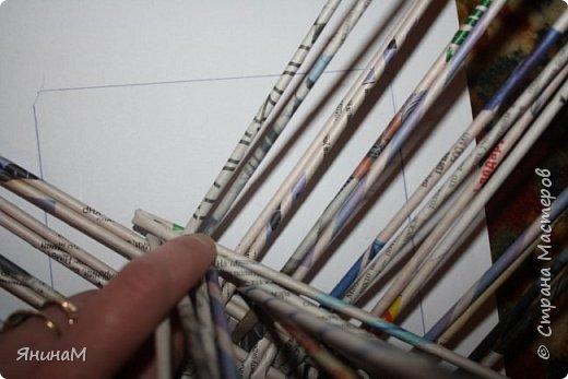 Мастер-класс Плетение Ровное квадратное дно Бумага газетная Трубочки бумажные фото 14