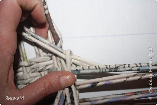 Мастер-класс Плетение Ровное квадратное дно Бумага газетная Трубочки бумажные фото 15