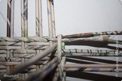 Мастер-класс Плетение Ровное квадратное дно Бумага газетная Трубочки бумажные фото 16