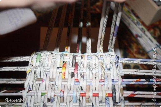 Мастер-класс Плетение Ровное квадратное дно Бумага газетная Трубочки бумажные фото 19