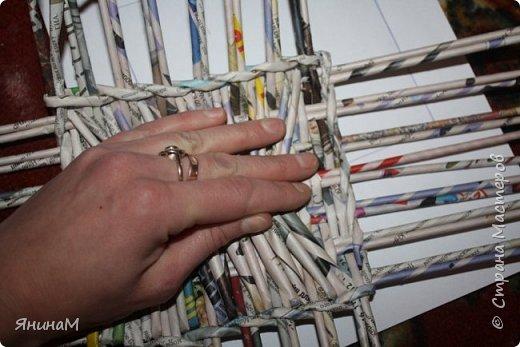 Мастер-класс Плетение Ровное квадратное дно Бумага газетная Трубочки бумажные фото 18